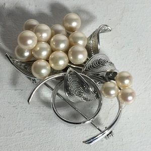 Vintage Faux Pearl Silver Tone Floral Brooch